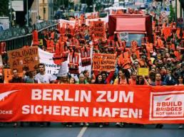 Seebrücke Die Seebrücke-Demo in berlin am 2.9.2018